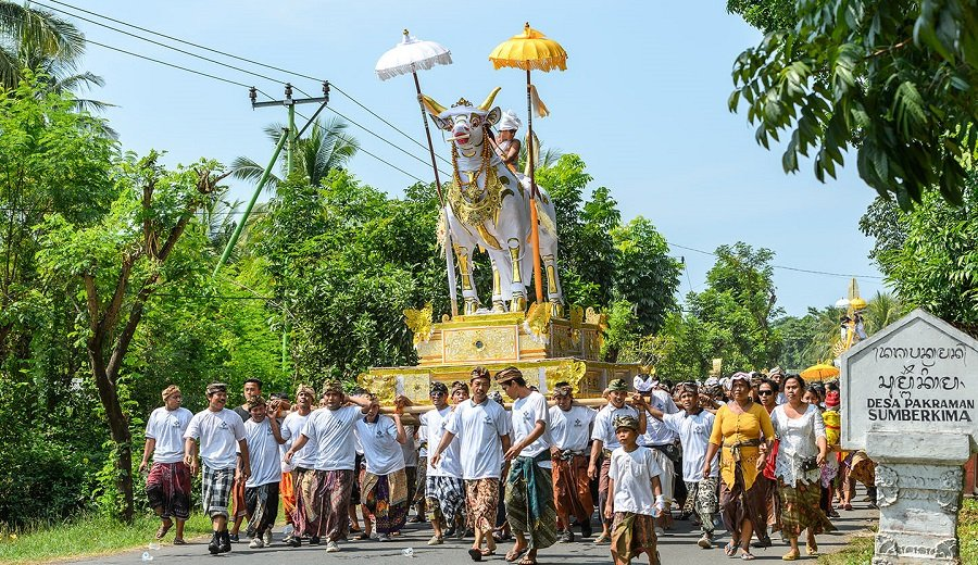 unique funeral traditions | bali hindu | cemetery software | chronicle